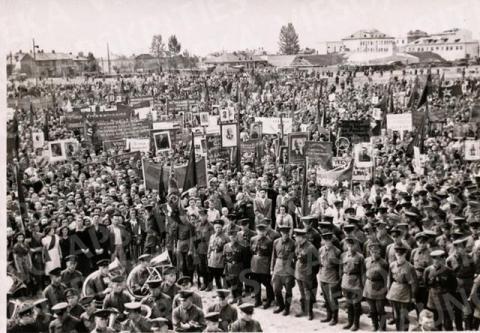 Šventiniai paradai, demonstracijos