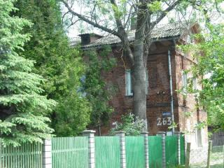 Buvusi Sargėnų dvaro karvelidė, virtusi gyvenamuoju namu. 2012 m.
