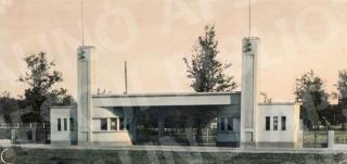 Kauno valstybinio stadiono vartai (archit. F. Bielinskis). XX a. 4 deš. pb.