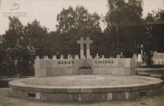 S. Dariaus ir S. Girėno mauzoliejus Karmelitų kapinėse. XX a. 4 deš.