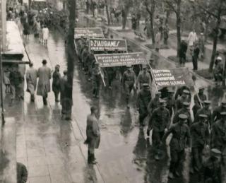 Paradas Laisvės alėjoje (minint Komunistinio jaunimo dieną). 1940 09 01
