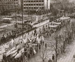 Demonstracija Kaune (Spalio revoliucijos 46-osioms metinėms paminėti). 1963 11 07