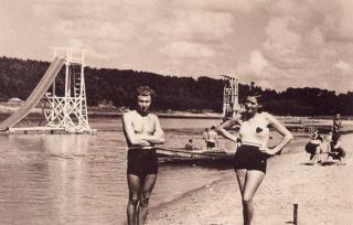 Kazimieras ir Petronėlė Dudėnai Aukštosios Panemunės pliaže. Apie 1937–1939 m.