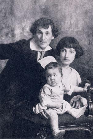 M. Šagalas su žmona Bela ir dukterimi Ida. 1917 m.