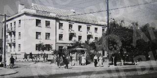 Daugiabutis namas (dab. R. Kalantos g. 10). 1956 m.