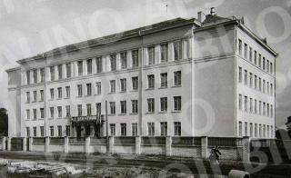 Kauno 12-oji vidurinė mokykla Komjaunimo g. (dab. A. Stulginskio g. 61). XX a. 6 deš. II pusė