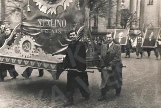 Eisenoje dalyvaujantys farmacininkai. 1953 m.