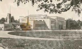 Valstybinio stadiono vartai ir Kūno kultūros rūmai XX a. 4 deš. pabaigoje