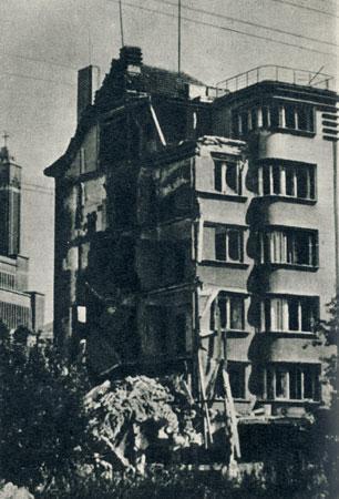 Susprogdintas Jono Vailokaičio namas Vienybės a. Apie 1944 m.