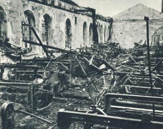 """Fabriko """"Drobė"""" griuvėsiai. 1944 m."""