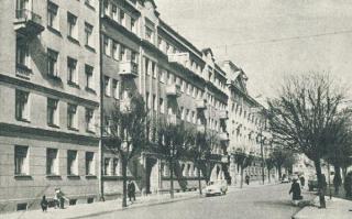 Daugiabučiai namai Tolstojaus g. (dab. L. Sapiegos). Apie 1960 m.