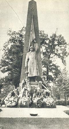Paminklas Raudonosios armijos kariams Aukštųjų Šančių karių kapinėse. XX a. 7 deš.