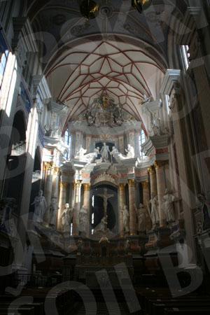 Šv. Apaštalų Petro ir Povilo arkikatedros bazilikos centrinis altorius. 2011 m.