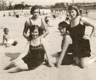 Kauno ponios Karmelitų pliaže 1930 m.