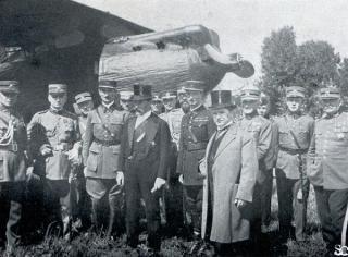 Prancūzų lakūnai Alfredas ir Rene de Vitroliai Kauno aerodrome