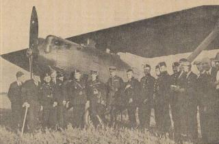 R. ir A. de Vitroliai su Lietuvos karo aviacijos vadovybe Kauno aerodrome