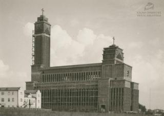 Statoma Kristaus Prisikėlimo bažnyčia. XX a. 4 deš.