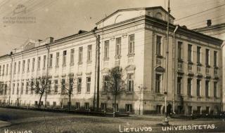 Lietuvos universiteto pirmieji rūmai. XX a. 3 deš.