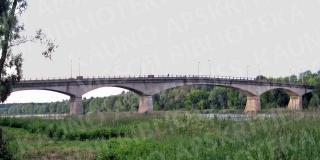Tiltas jungia Žemuosius Šančius ir Panemunę.  2010 m.