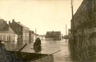 Potvynis Jonavos gatvėje. 1930 m.