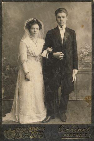 Jaunavedžiai Ona ir Antanas Busilai. Subatė (Latvija), 1912 m.
