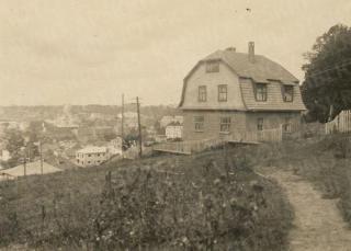 """""""Namas ant kalno"""" ir miesto centro panorama"""