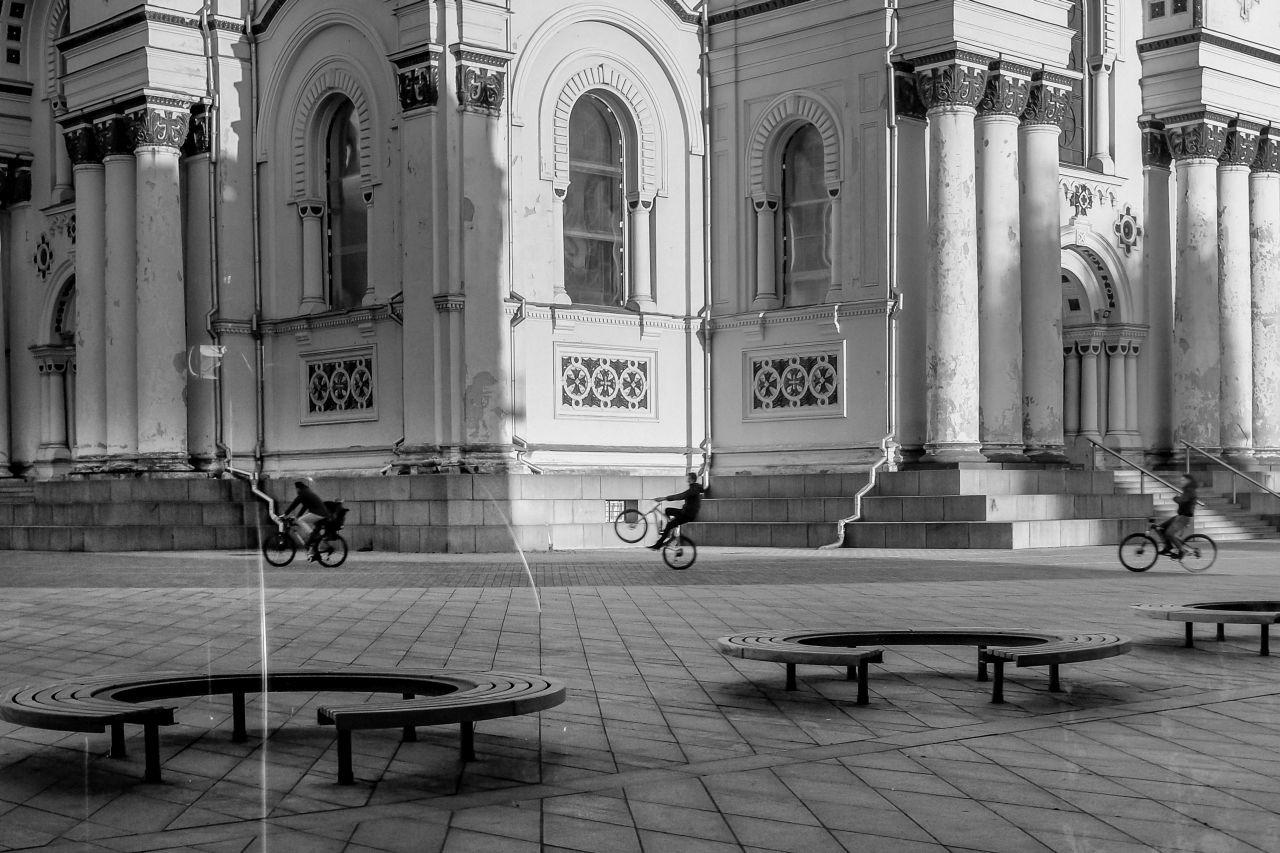 """""""Paprastas, vienkė, be rankų"""". Kauno Šv. arkangelo Mykolo (Įgulos) neparapinė bažnyčia. Nepriklausomybės a. 14 A"""